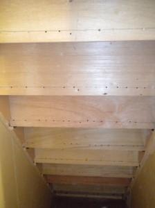 階段裏側の写真